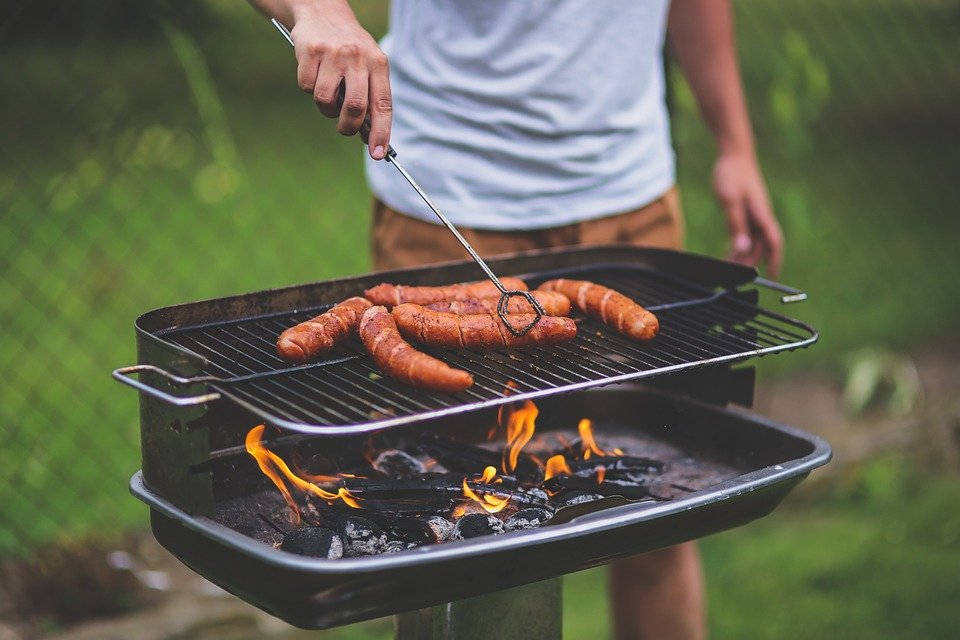 Barbecuing sausages
