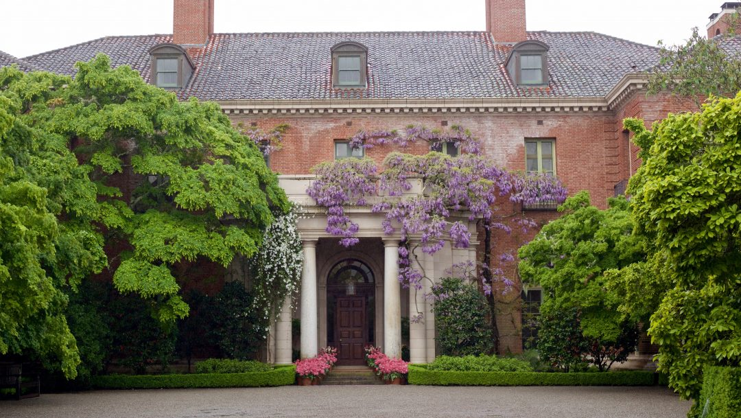 The facade of Filoli