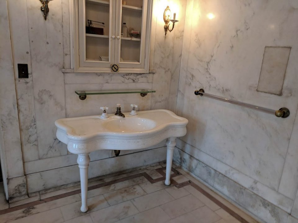 Casa Loma bathroom