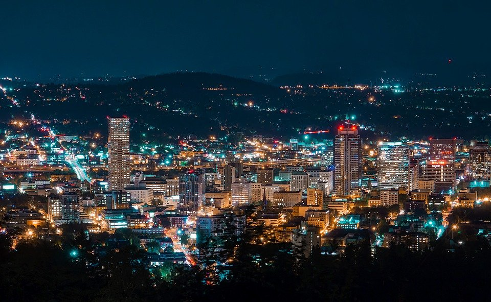 The city of Portland, Oregon, by night