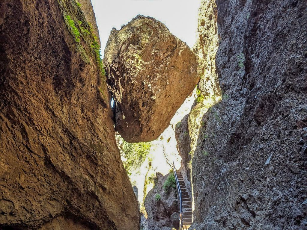 Hanging rock at Pinnacles National Park
