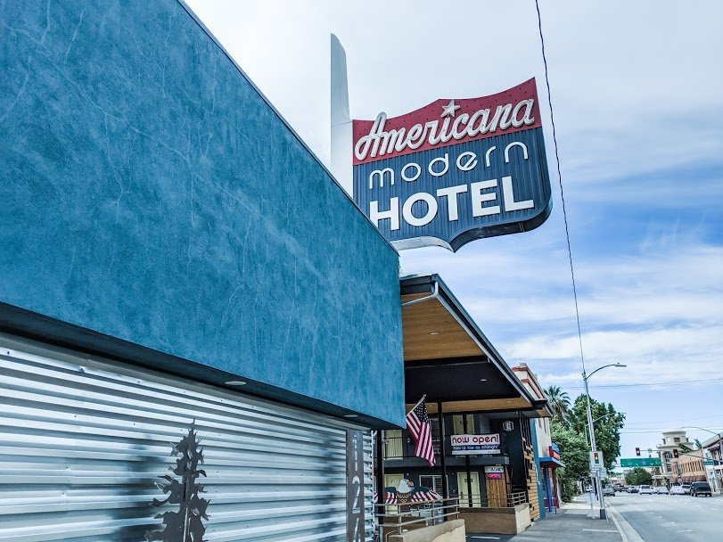 Americana Modern Hotel Redding sign